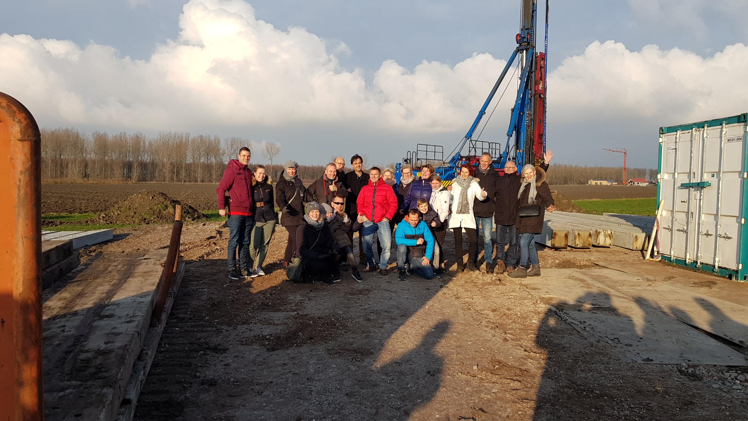 Op 14 december 2018 is in aanwezigheid van de toekomstige bewoners de eerste paal voor het project Kievitsland de grond in gegaan.