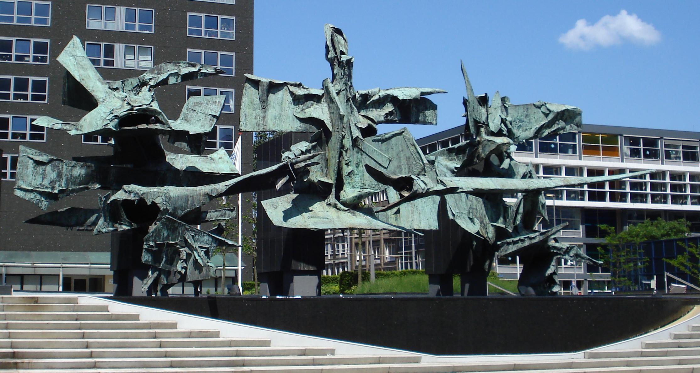 Kunstwerk De Belichaamde Eenheid 'de Schroothoop' Rotterdam