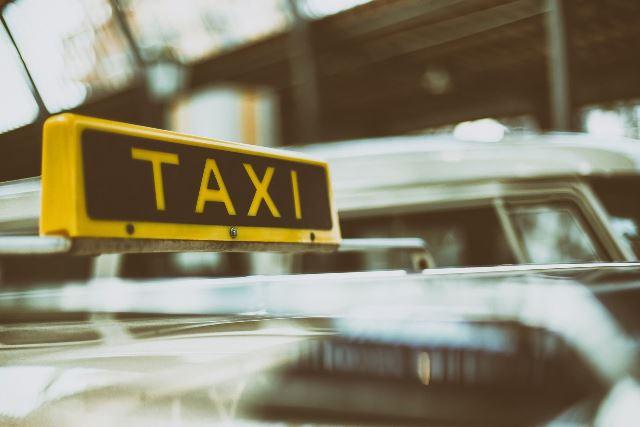 4x1 Makelaardij brengt u graag van en naar een bezichtiging; 4x1 Taxi service!