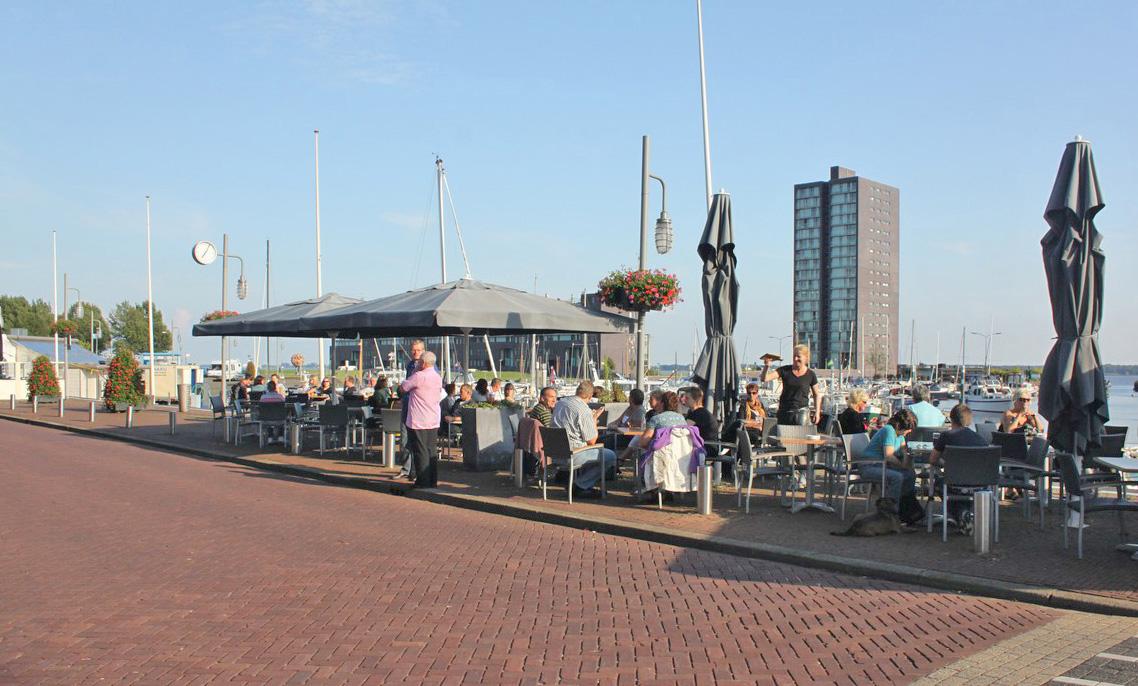 Gezellige Havenkom in Almere met gezellige terrassen in de zomer
